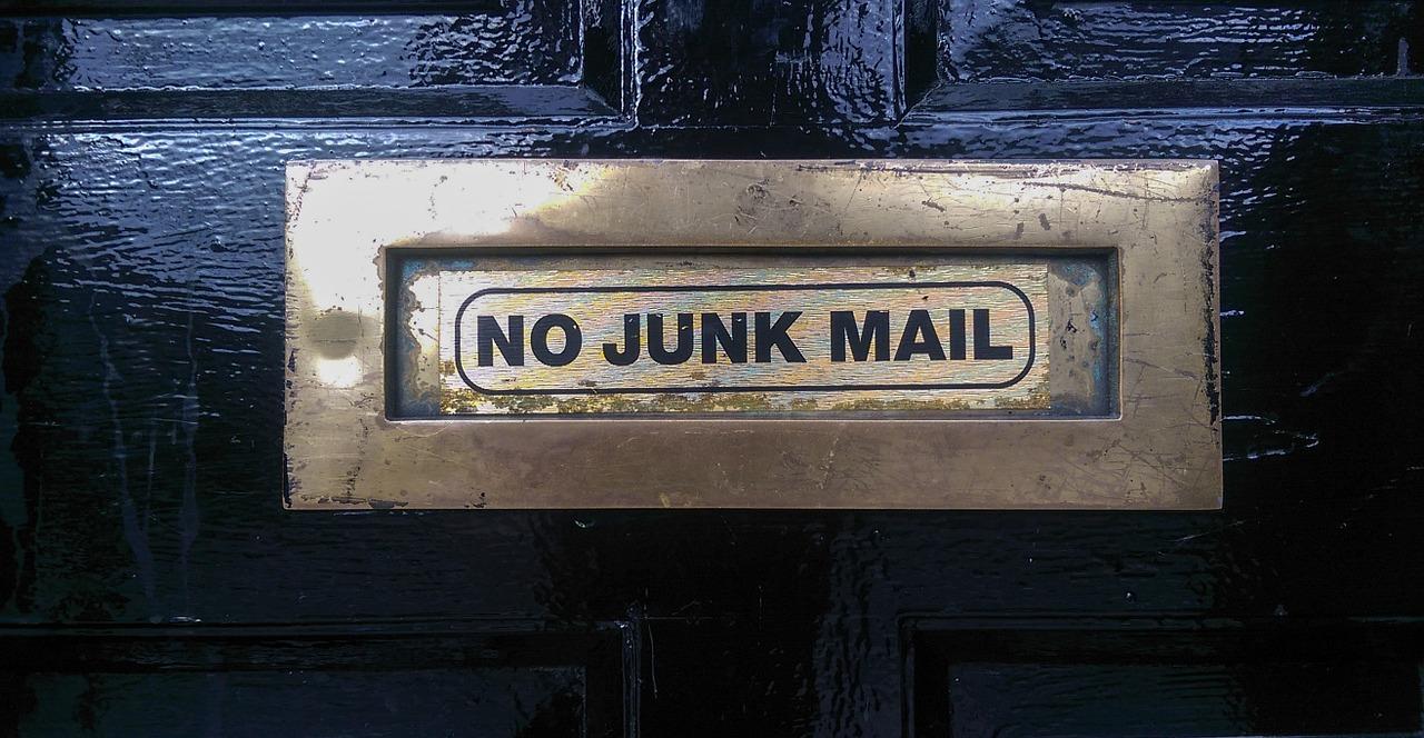 Social spam: l'e-mail non può essere usata per il marketing